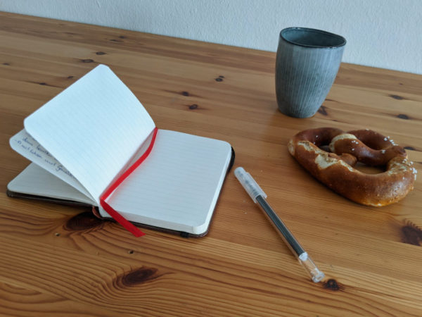German: Language learning at a café in a relaxed atmosphere