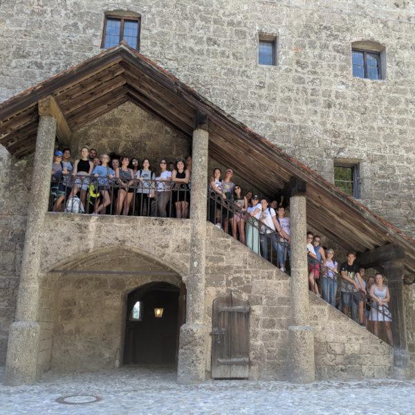 Sommerkurse Deutsch: Die Jugendlichen auf einem Ausflug nach Burghausen
